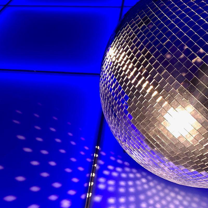 Night-Fever-Retro-Dance-Floor-Hire